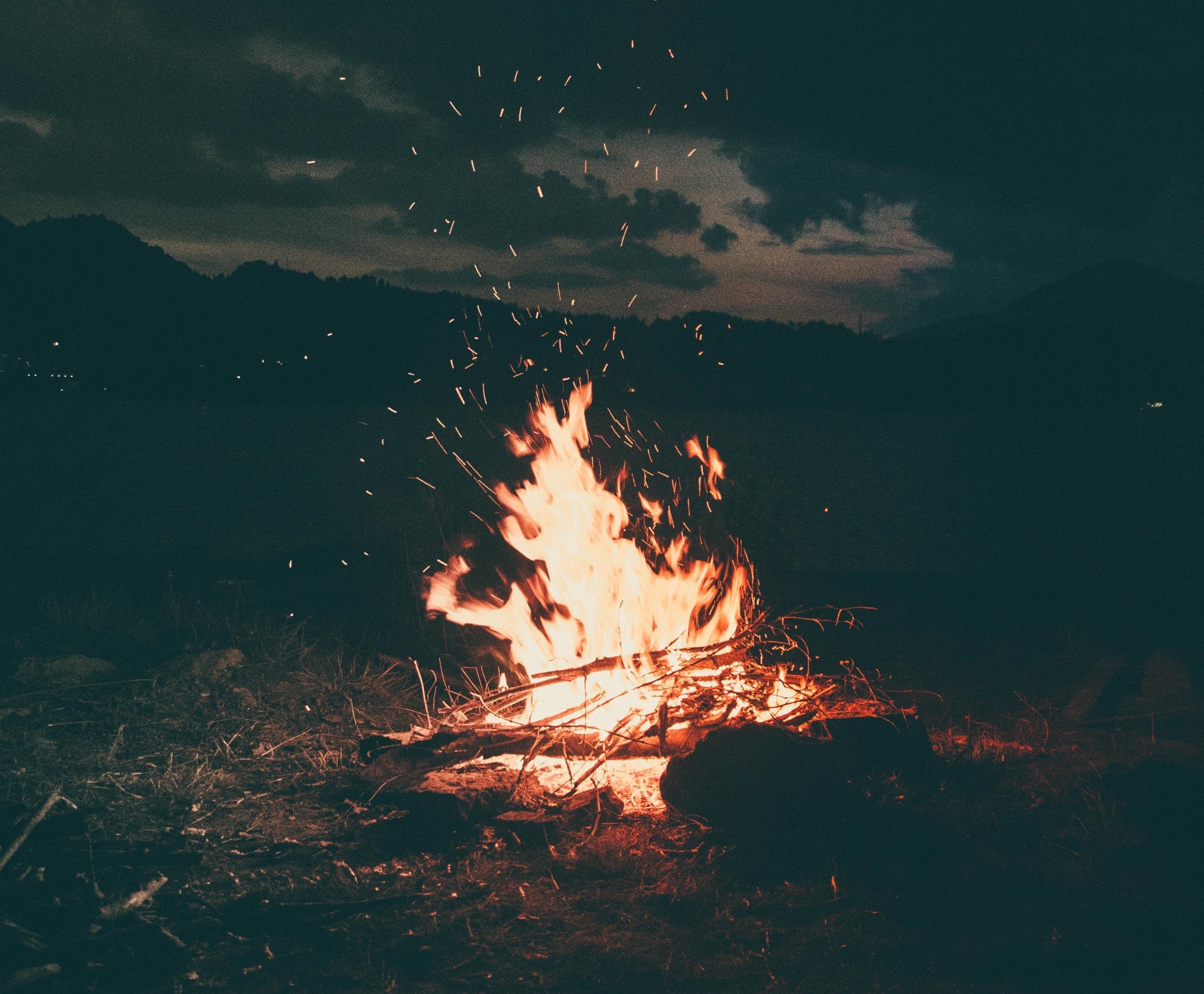bonfire-burning-camp-campfire-1368382